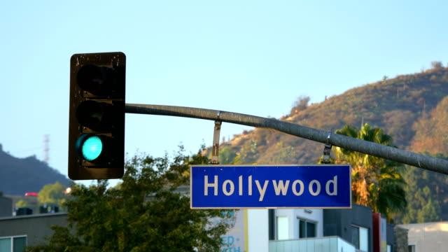 hollywood boulevard gatu skylt och trafikljus i 4k - hollywood sign bildbanksvideor och videomaterial från bakom kulisserna