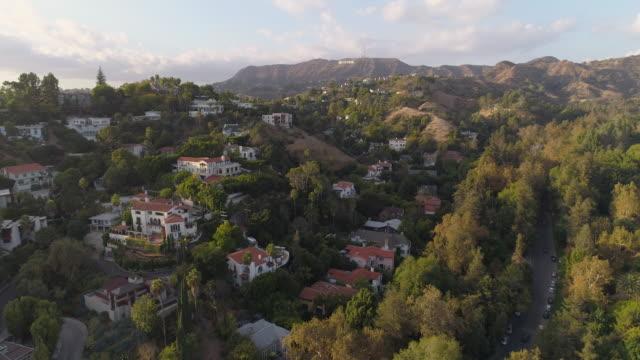 hollywood hills antenn hollywood-skylten - hollywood sign bildbanksvideor och videomaterial från bakom kulisserna