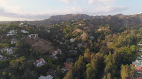 aerea di hollywood hills - canyon video stock e b–roll