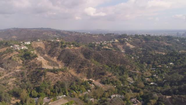 vídeos de stock e filmes b-roll de hollywood hills aerial - vale