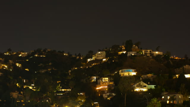 hollywood hills timelapse nacht bis tag - anhöhe stock-videos und b-roll-filmmaterial