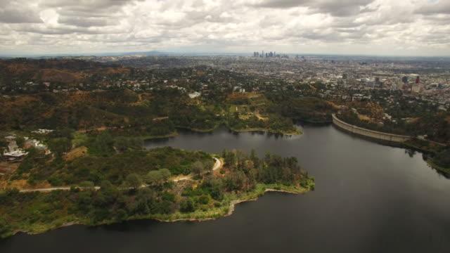 hollywood sjön och hills antenn - hollywood sign bildbanksvideor och videomaterial från bakom kulisserna