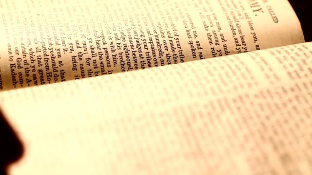 библия - ветхий завет стоковые видео и кадры b-roll