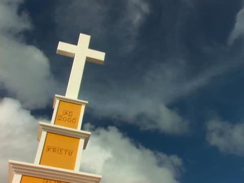 ntsc: heilig kreuz - religiöses symbol stock-videos und b-roll-filmmaterial
