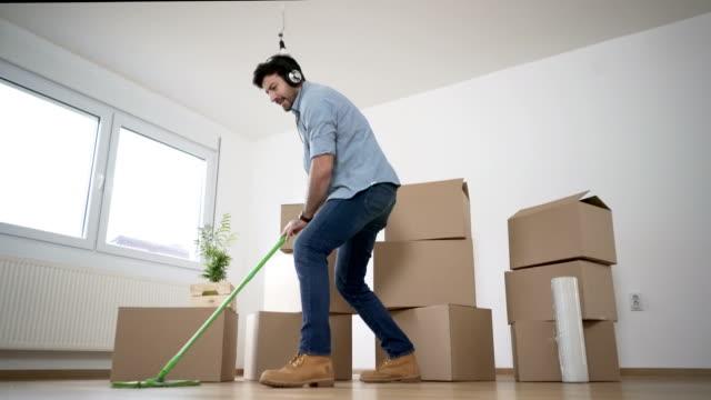 vídeos de stock, filmes e b-roll de deveres de casa - afazeres domésticos