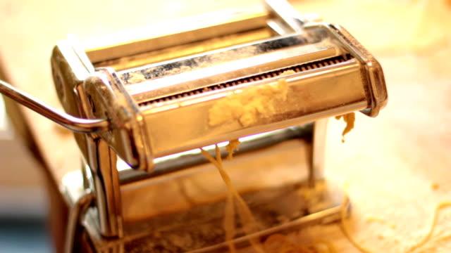 home made pasta - italian style - yapmak stok videoları ve detay görüntü çekimi