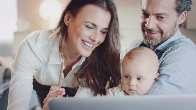 vídeos y material grabado en eventos de stock de de oficina - nuevo bebé
