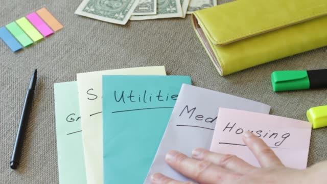 vídeos y material grabado en eventos de stock de inicio organización y presupuestación. un presupuesto equilibrado. manejo del dinero, financiera, planificación, presupuesto y ahorro - planificación financiera