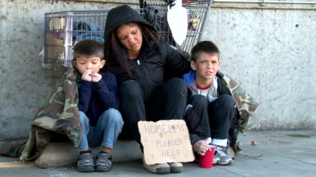 Homeless familia surge - vídeo