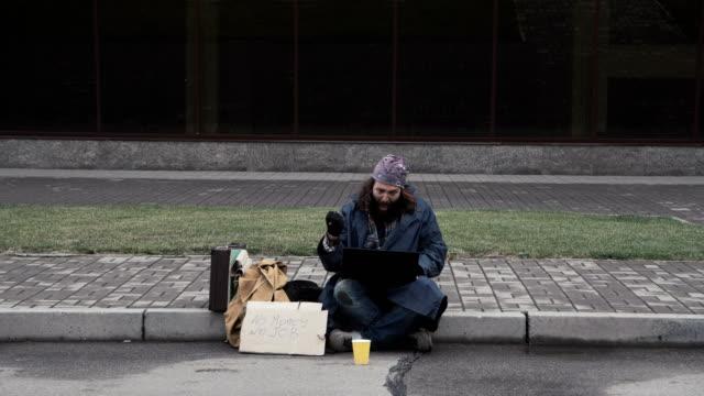 Homeless man won jackpot video