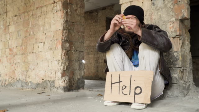 Homeless views bitcoin and put it into pocket video