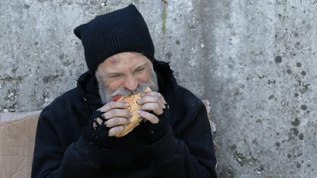 бездомности - голодный стоковые видео и кадры b-roll