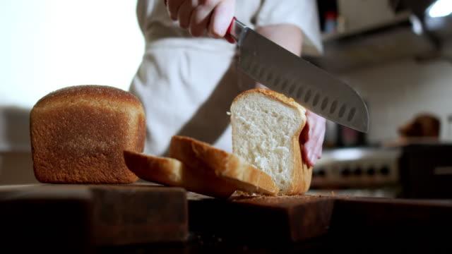vídeos de stock e filmes b-roll de homemade bread - baking bread at home