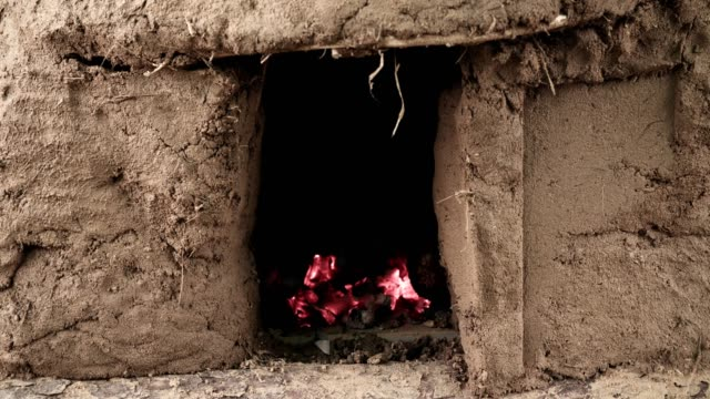 vídeos de stock e filmes b-roll de homemade clay oven with fire inside - burned oven