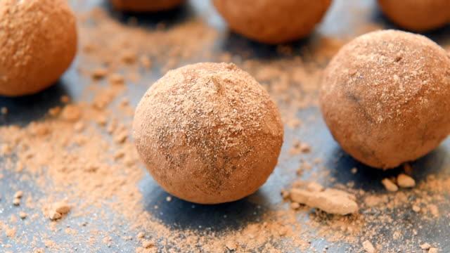 vidéos et rushes de boules d'énergie maison au chocolat - protéine