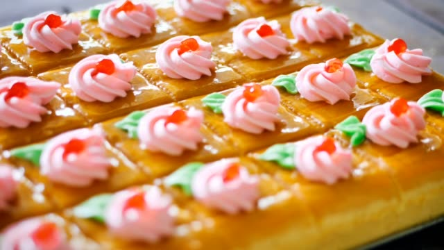 homemade orange butter cream cake on table. - francuska kuchnia filmów i materiałów b-roll