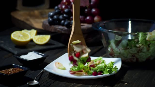 homemade waldorf salad - лимонный сок стоковые видео и кадры b-roll