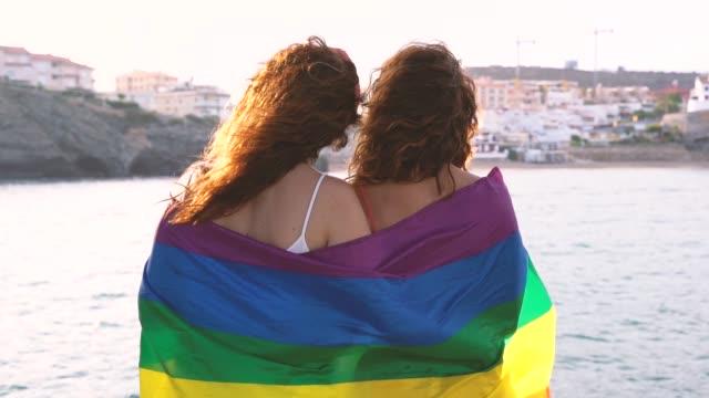 vídeos de stock, filmes e b-roll de direitos homossexuais de ter reconhecimento no estilo de vida moderno. nova geração livre de preconceitos. - lgbt