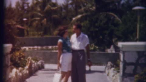 vidéos et rushes de honeymon au paradis des années 1950 - vintage