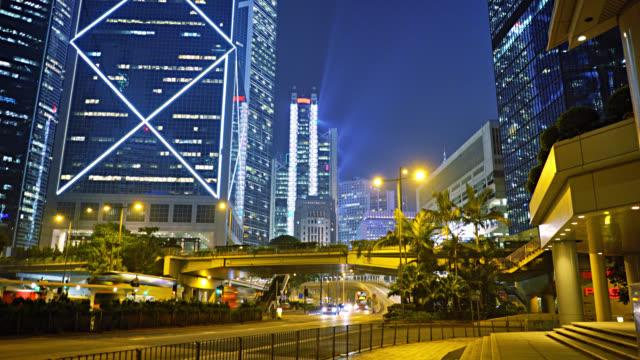 Geschäftsviertel Hongkong. nacht. verkehr. Finanzgebäude. beleuchtung. – Video