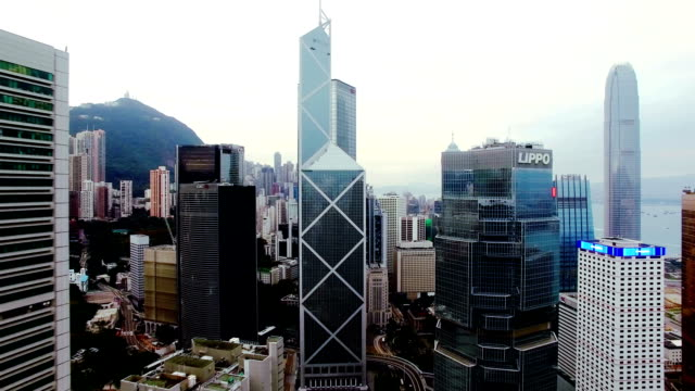 hong kong by drone - центральный район стоковые видео и кадры b-roll
