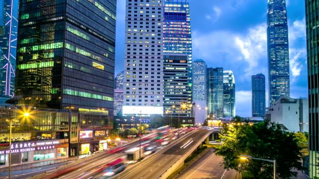 vídeos y material grabado en eventos de stock de ciudad de hong kong al atardecer hyperlapse - toma panorámica