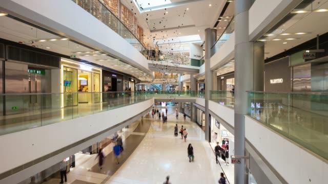 vídeos de stock, filmes e b-roll de hong kong cidade famoso shopping interior salão panorama 4k timelapse - shopping center