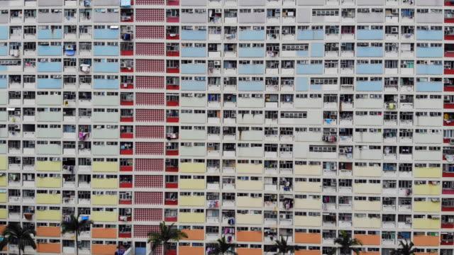 hong kong sozialwohnungen, hing choi immobilien drohne schießen 4k - bevölkerungsexplosion stock-videos und b-roll-filmmaterial