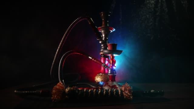 hookah heta kol på shisha skål på mörka dimmigt bakgrund. snygg orientalisk shisha. kreativt koncept - water pipes bildbanksvideor och videomaterial från bakom kulisserna