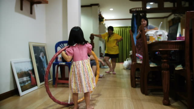 Hoola Hoop Family, Happiness time video
