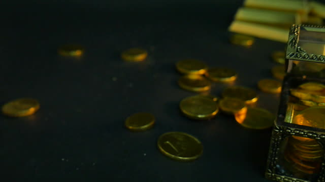 Horizontal light transition on gold coins video
