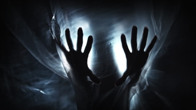 4K horreur tiré des mains de fantôme avec masque - Vidéo