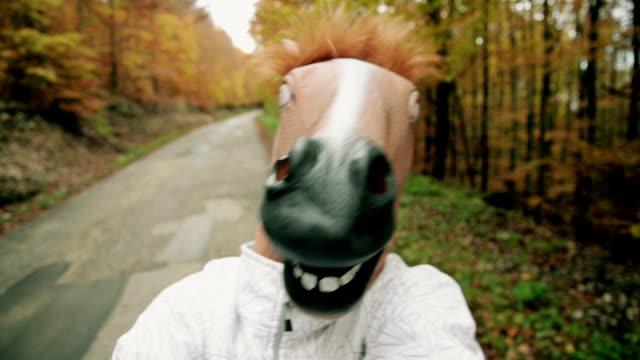 Masque de tête de cheval - Vidéo