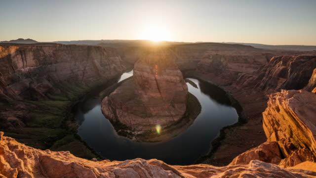 vídeos de stock, filmes e b-roll de lapso de tempo: horseshoe bend em 4k sunset - rio colorado, arizona - natureza/vida selvagem/weather - erodido