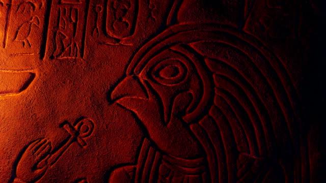 horus egyptisk gud med fågelhuvud i eld glöd - egyptisk kultur bildbanksvideor och videomaterial från bakom kulisserna