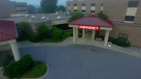 stockvideo's en b-roll-footage met hospital aerial - buitenopname