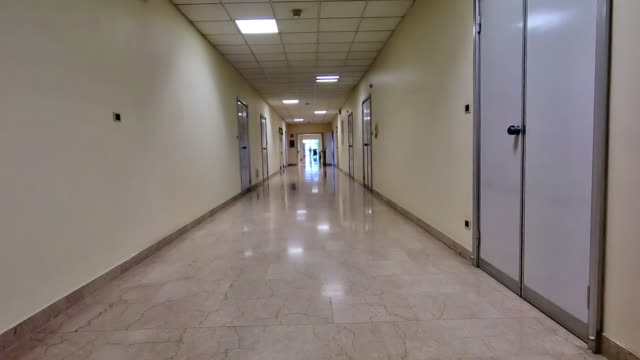vidéos et rushes de fond de couloir de l'hôpital - couloir
