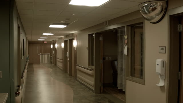 krankenhaus-flur - krankenstation stock-videos und b-roll-filmmaterial
