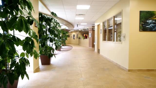 病院の廊下 - 廊下点の映像素材/bロール