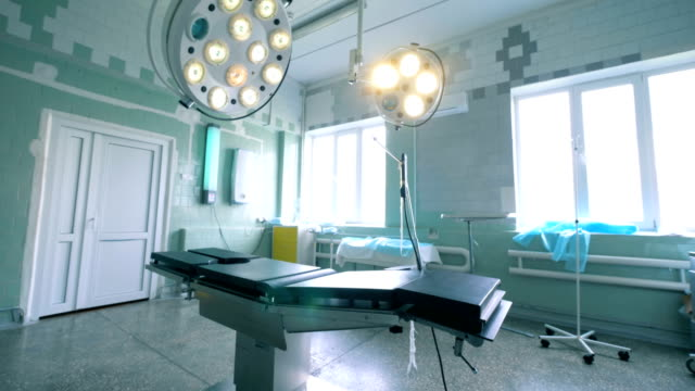 sjukhus rum med en hopfälld födelse stol - vårdklinik bildbanksvideor och videomaterial från bakom kulisserna