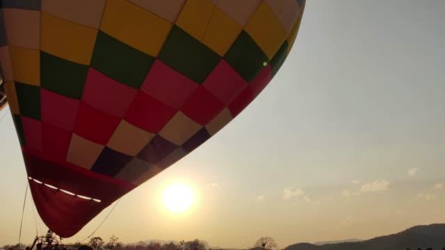 sıcak hava balonu festivali. - zeplin stok videoları ve detay görüntü çekimi