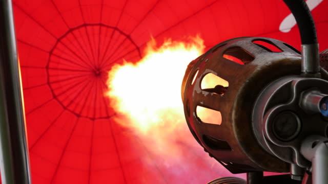 4k: sıcak hava balon alevler gelen altında - balon stok videoları ve detay görüntü çekimi