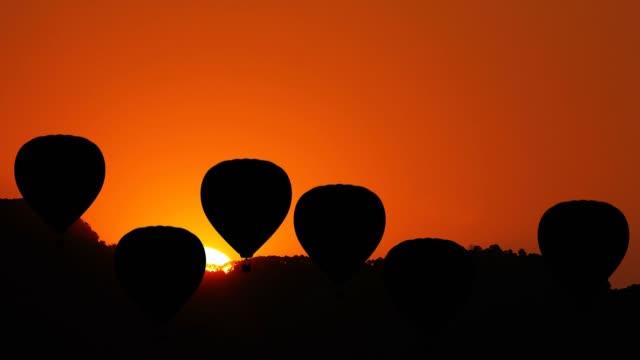 Hete luchtballon gaat omhoog video
