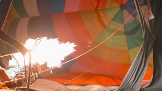 heißluftballon - inflation stock-videos und b-roll-filmmaterial