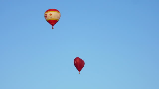 Hot air balloons in the sky video
