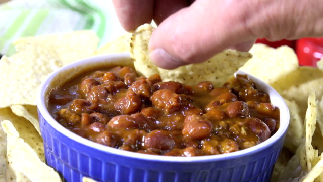 hot chili dip - chilli con carne video stock e b–roll