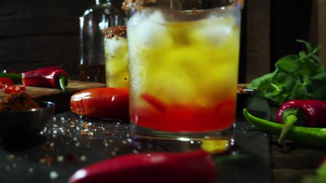 vídeos y material grabado en eventos de stock de bebida caliente pimiento - comida mexicana