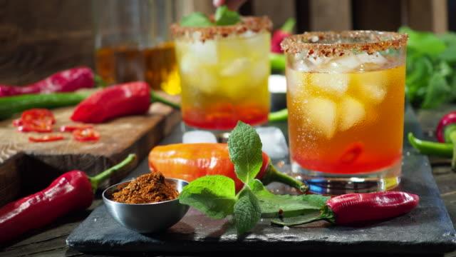 vídeos y material grabado en eventos de stock de bebida caliente pimiento - cayena guindilla roja