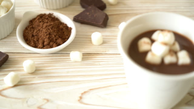 hot chocolate with marshmallows - vídeo
