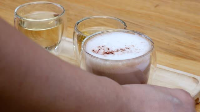hett kaffe och te - tefat bildbanksvideor och videomaterial från bakom kulisserna